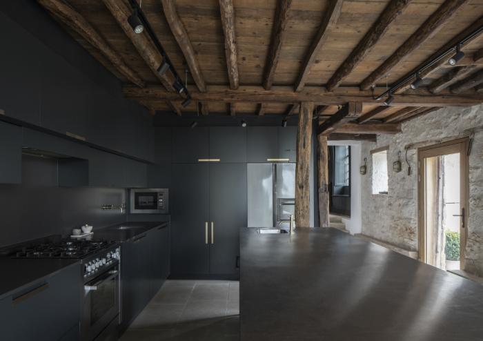Восхитительное превращение старинной пергаментной фабрики в семейное поместье