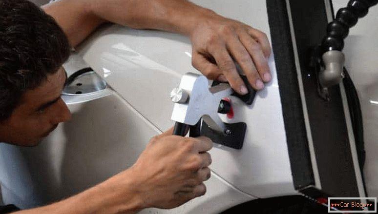как сделать устранение вмятин на автомобиле без покраски своими руками