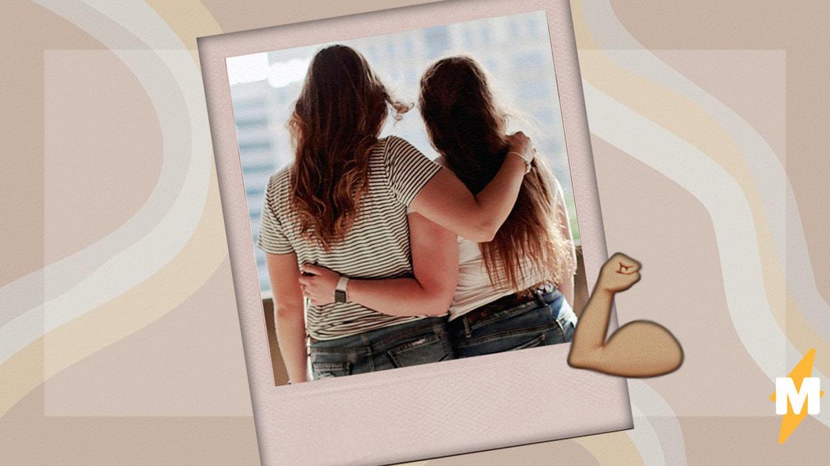 Две подруги показали фото с разницей в три года и покорили людей. Время превратило их в накачанных братанов